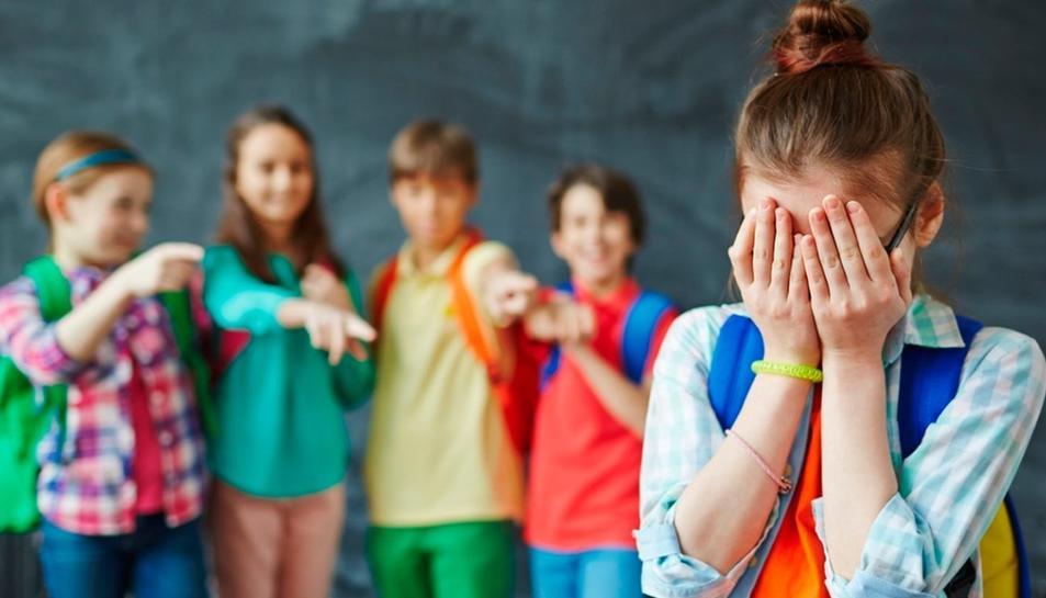 L'escola esdevé un espai insegur i traumàtic per l'infant.