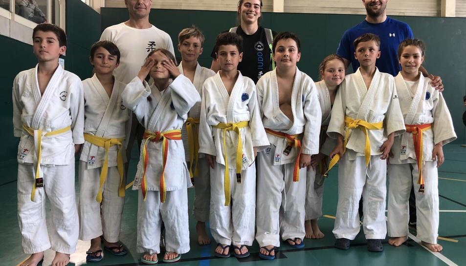 Imatge dels atletes i entrenadors del Club JudoDojoTarraco.