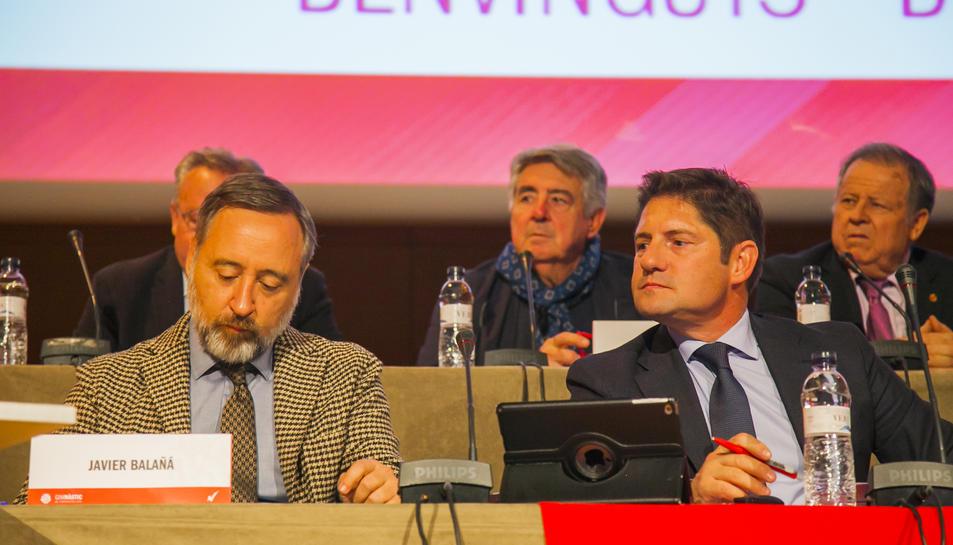 Lluís Fàbregas (director general) a la dreta, amb el secretari del Consell, Javier Balañá.