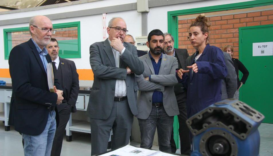 El conseller d'Educació, Josep Bargalló, i del conseller de Treball, Chakir El Homrani, durant la visita a l'Institut Pere Martell de Tarragona en el marc de la presentació del CRITC.