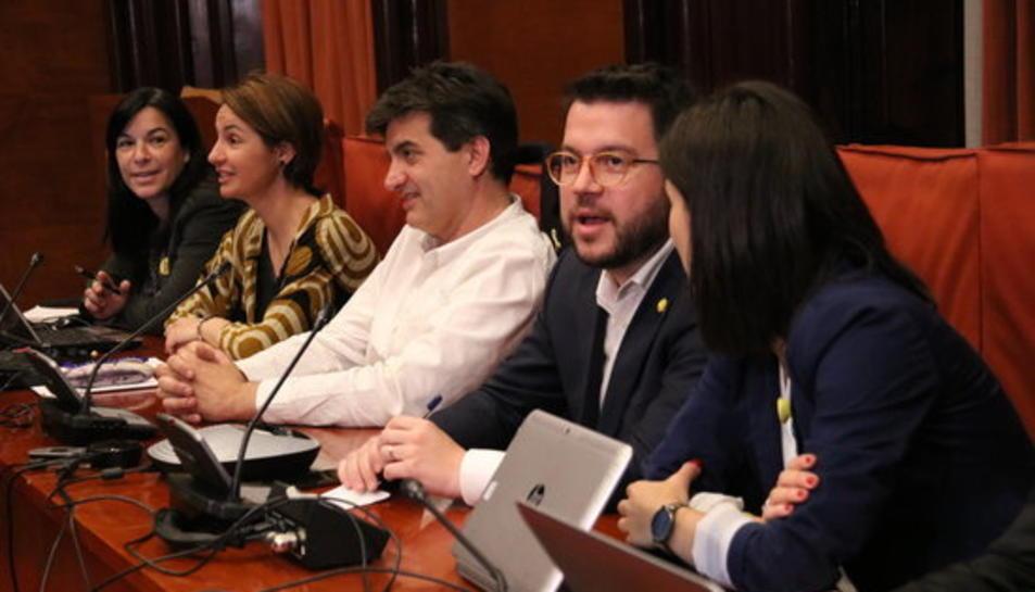 Pla mitjà de la direcció del grup parlamentari d'ERC en la reunió del 15 de maig.