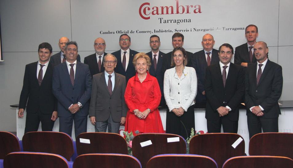 Pla mitjà dels membres del Comitè Executiu de la Cambra de Comerç de Tarragona, amb la presidenta, Laura Roigé, al centre. Foto del 16 de maig del 2019 (Horitzontal).
