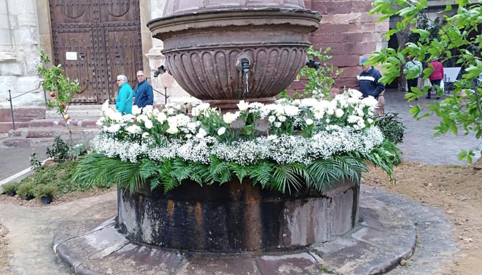 Les façanes i racons del poble es guarniran d'ornaments florals.