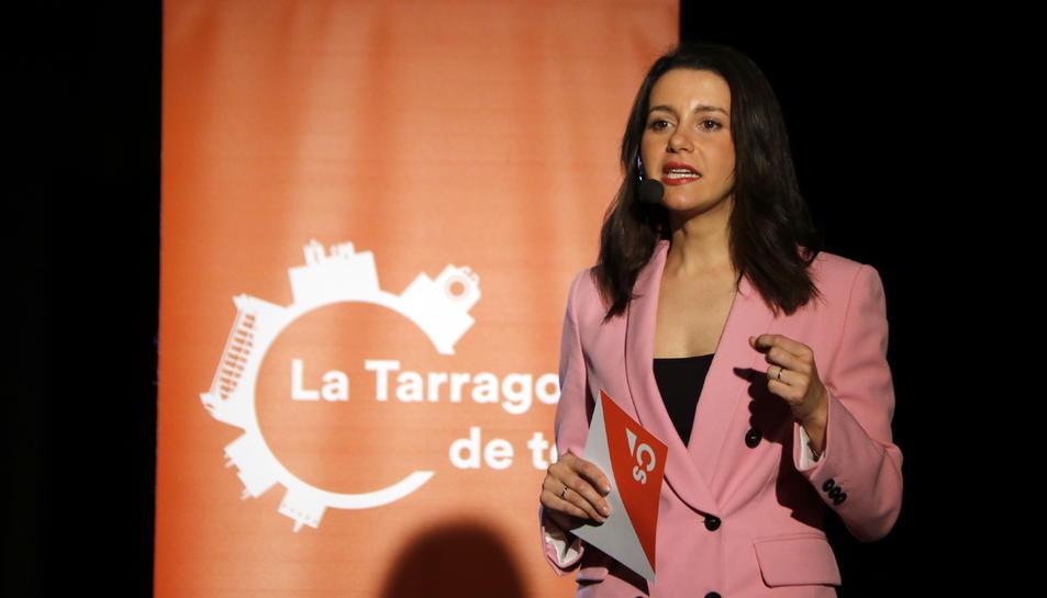 Pla mitjà de la líder de Cs a Catalunya, Inés Arrimadas, intervenint durant l'acte central de campanya a Tarragona, el 17 de maig del 2019