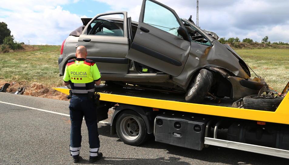 Un dels vehicles sinistrats en l'accident mortal a l'N-240 al terme municipal de Vimbodí i Poblet.