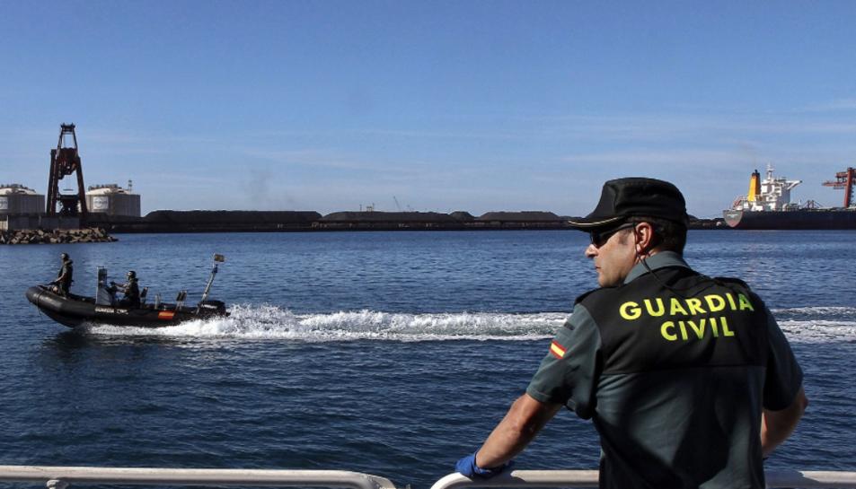 Imatge d'arxiu d'un agent de la Guàrdia Civil de Servicio Marítimo.