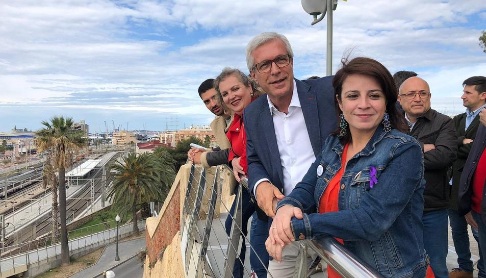 Ballesteros i Adriana Lastra a la Passarel·la Marítima del Miracle.