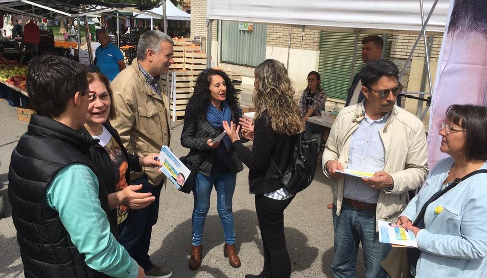 Imatge de Ricomà a Torreforta, informant els veïns de les propostes de la seva candidatura.
