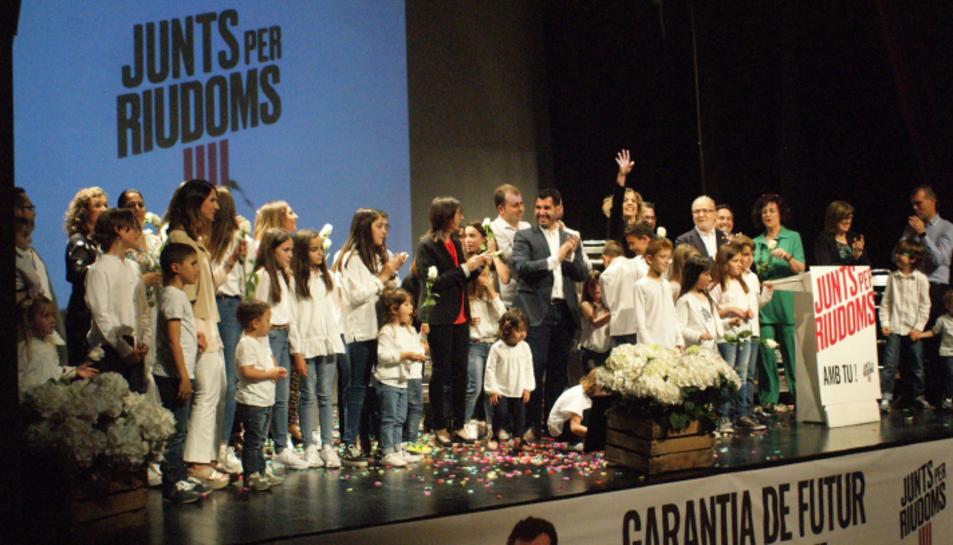 Final de l'acte de presentació de la llista i el programa per Junts per Riudoms.