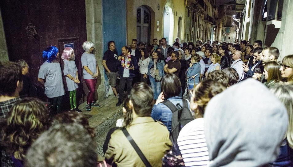Un centenar de persones van realitzar una ruta pels diferents espais culturals de la ciutat que es troben tancats.
