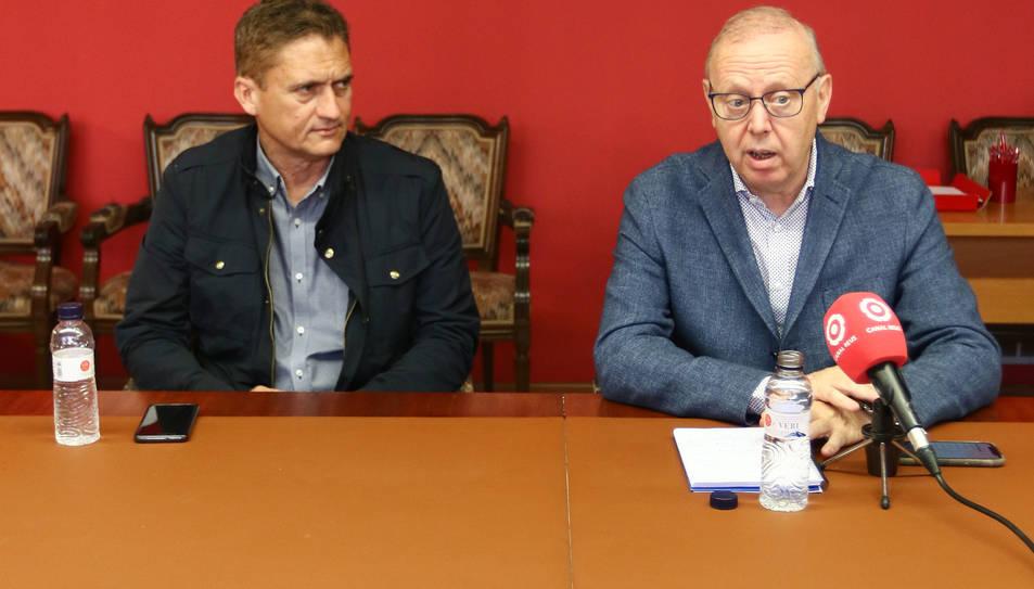 Josep Baiges i Isaac Sanromà, a la sala on es reuneix el plenari.