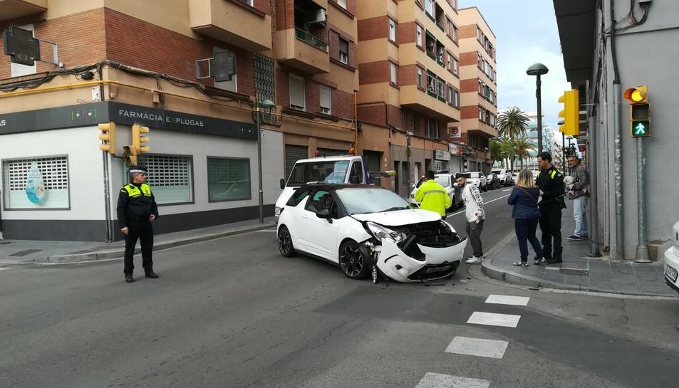 Imatge dels danys que va patir un dels cotxes implicats en l'accident.