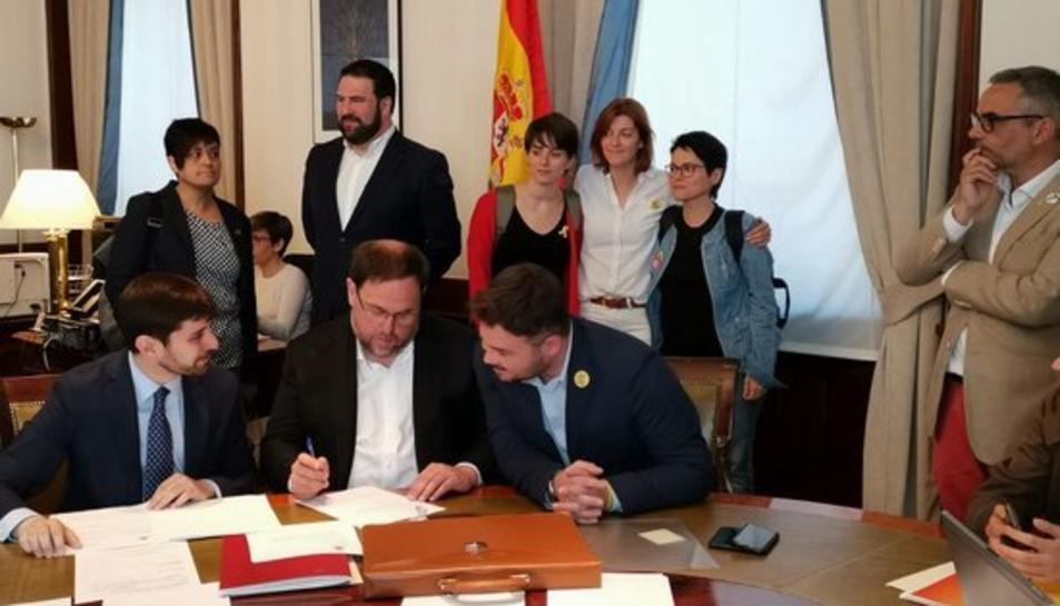 Oriol Junqueras, fent els tràmits previs al Congrés.