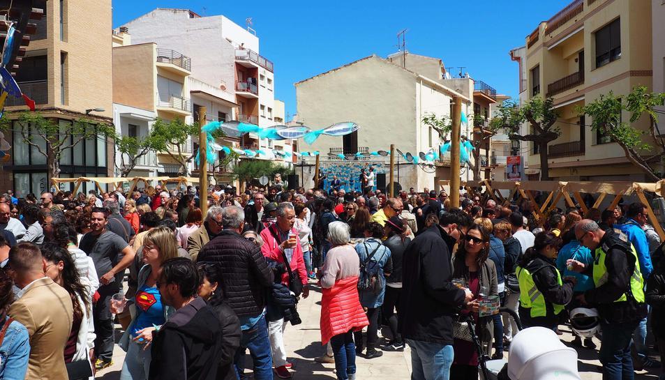 La tonyinada va omplir un cop més la plaça Catalunya de l'Hospitalet de l'Infant.