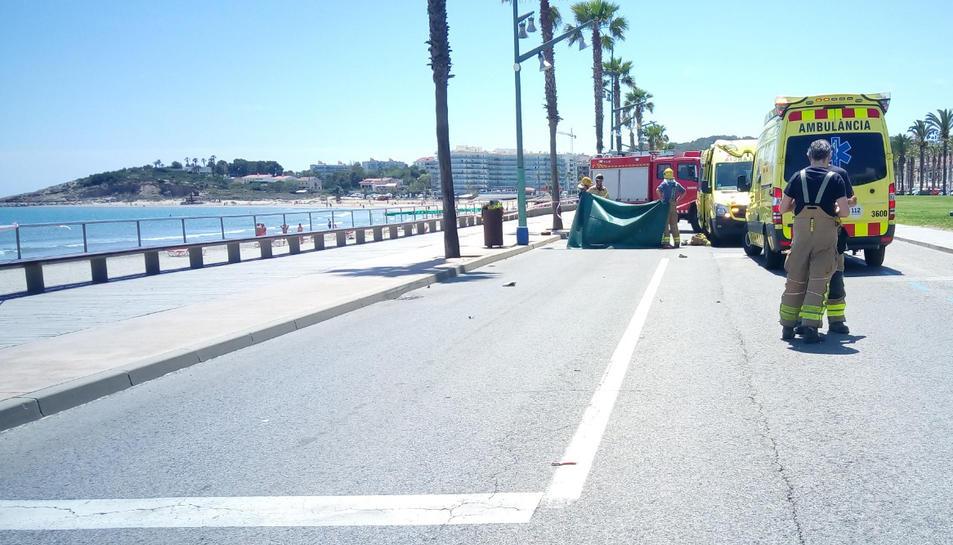 El vehicle va fer un avançament en una zona en línia contínua.