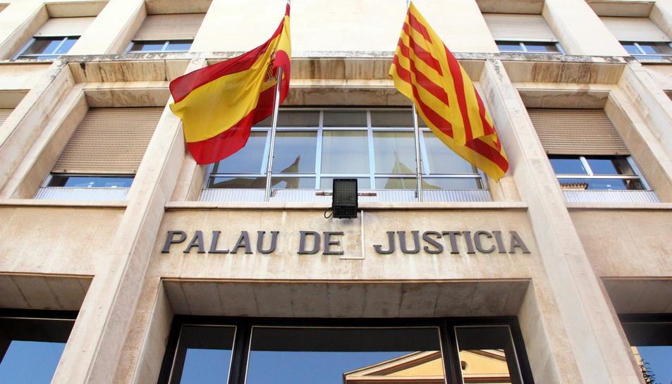 La façana d'entrada a l'Audiència de Tarragona.