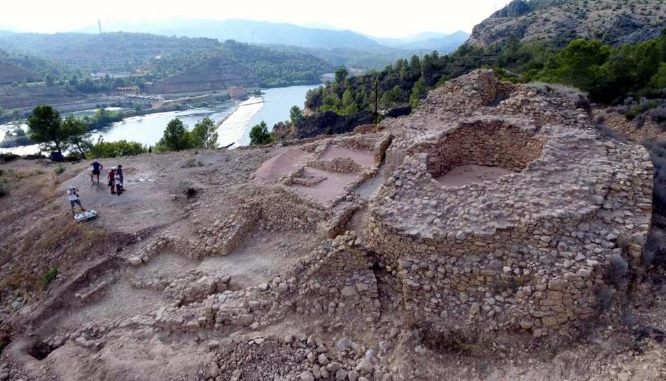 Imatge aèria del jaciment iber de l'Assut de Tivenys.