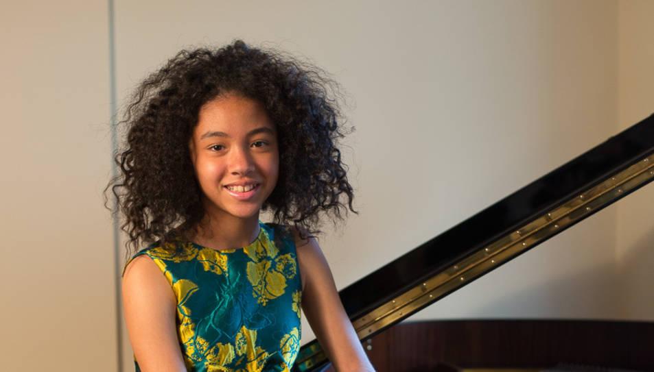 L'alumna de piano de l'Escola de Música de Cambrils Àstrid González.