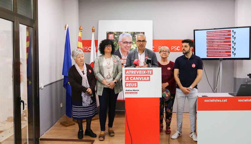 L'alcaldable socialista, Martín, al centre de la imatge.