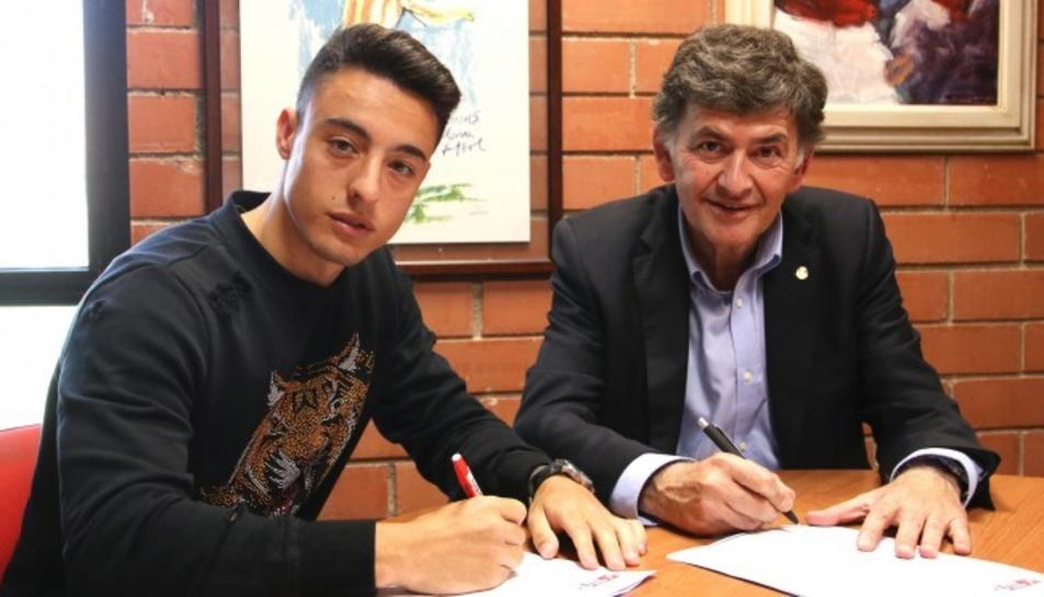 El passat curs, el jugador català va jugar amb La Pobla al grup V de la Tercera Divisió.