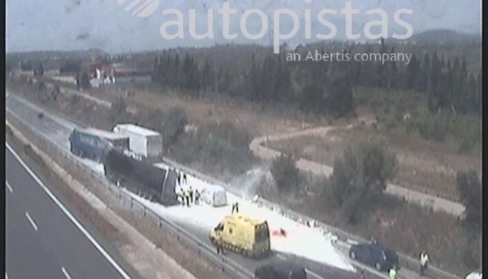 Imatge de l'accident a l'AP-7 a l'Aldea.