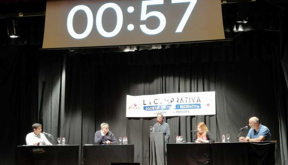Imatge d'un instant del debat, que es va celebrar la nit d'ahir dimecres a La Cumprativa.