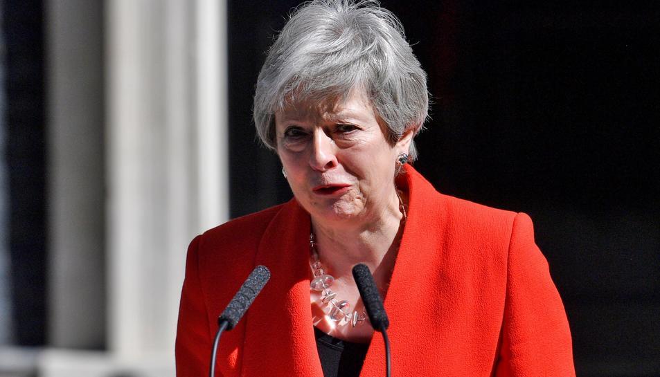 Theresa May, durant la seva emocionant compareixença per anunciar que dimitirà.