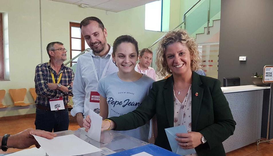 Meritxell Roigé votant a Tortosa.