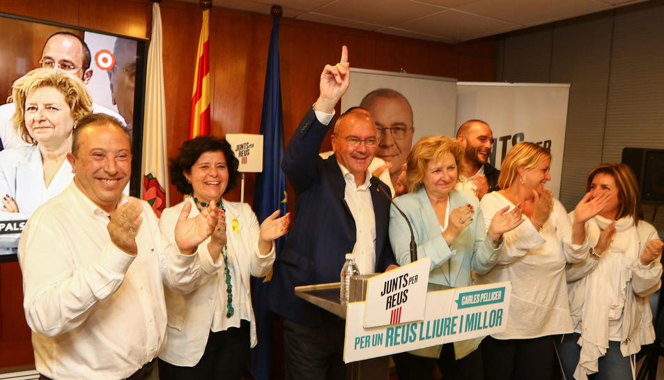 Carles Pellicer,  ahir a la seu del partit a la plaça Catalunya, celebra el triomf de Junts per Reus com a força més votada.