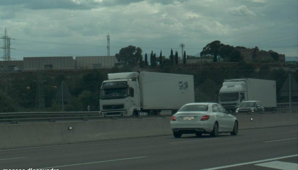 Imatge del vehicle que conduïa un home a 227 Km/h per l'autopista AP-7 a Tarragona, en una fotografia captada per un radar dels Mossos d'Esquadra.