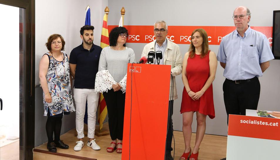 El candidat socialista, Andreu Martín, amb els altres 5 regidors del proper mandat, a la seu del PSC.