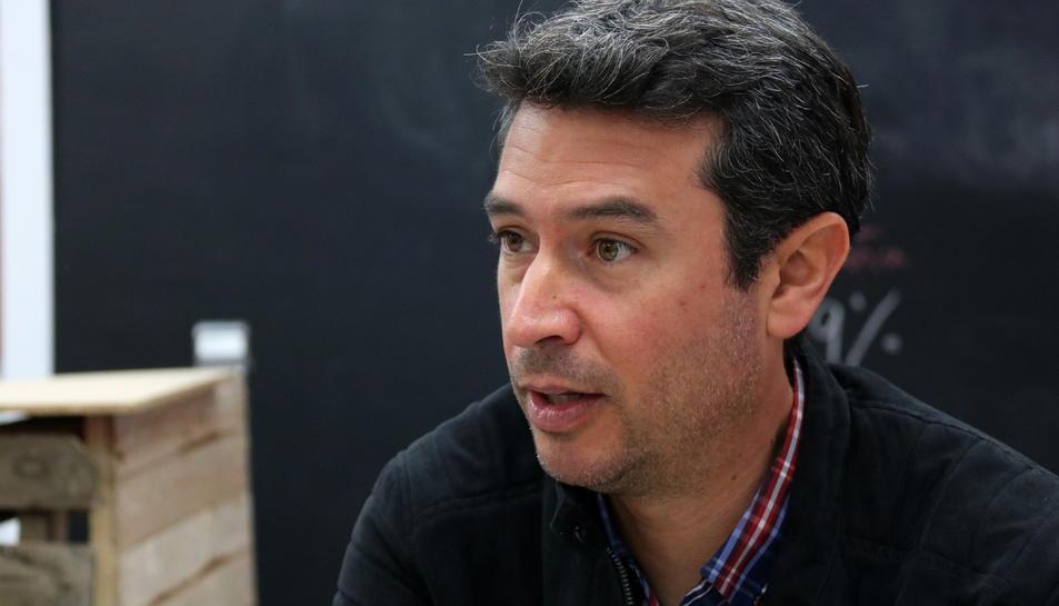 Primer pla del cap de llista del PSC al Vendrell a les eleccions municipals del 2019, Kenneth Martínez, en una imatge del maig del 2019 (horitzontal)