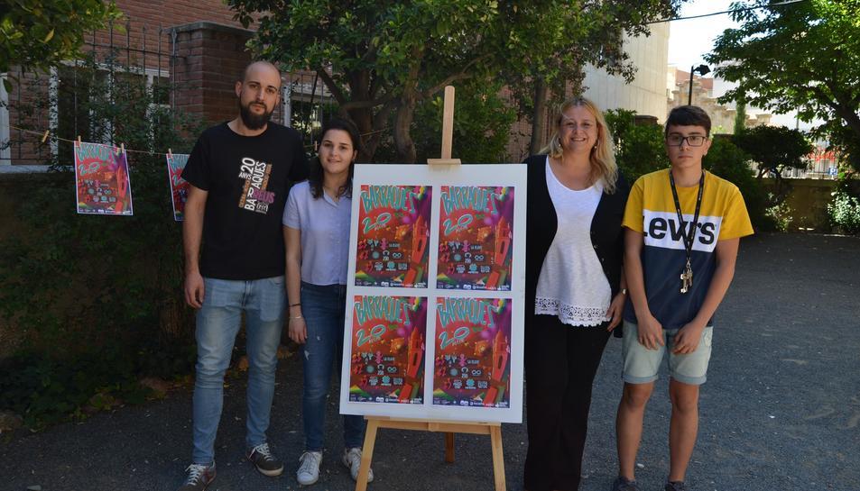 Imatge de la presentació de Barraques 2019 a càrrec de la regidora de Cultura, Montserrat Caelles, i els representants de la Coordinadora de Barraques, encapçalats per Toni Bergadà
