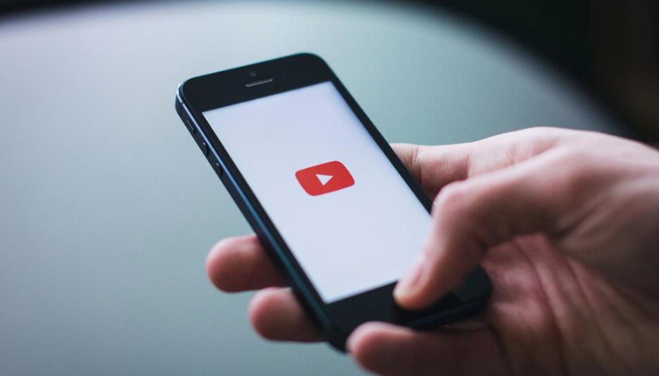 K.R. es guanyava la vida amb la publicitat del seu canal de YouTube 'ReSet'.