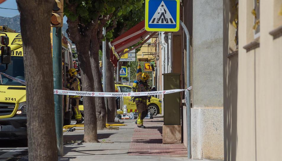 Imatge del SEM al domicili on s'ha produit l'incendi.