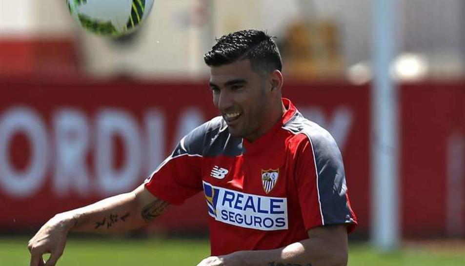 Reyes amb la samarreta del Sevilla
