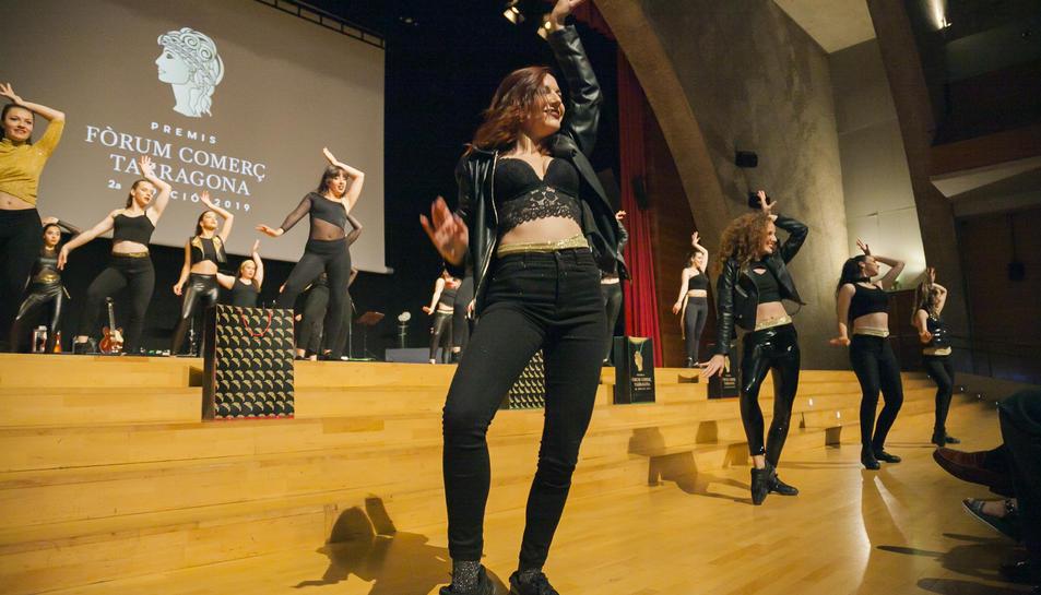El grup Soul Dance va iniciar la festa d'entrega dels Premis Fòrum Comerç al Palau de Congressos.
