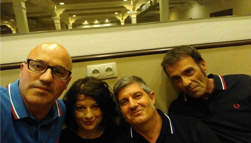 Los Glosters en el 'backstage' del The Paper Club de Las Palmas de Gran Canaria.