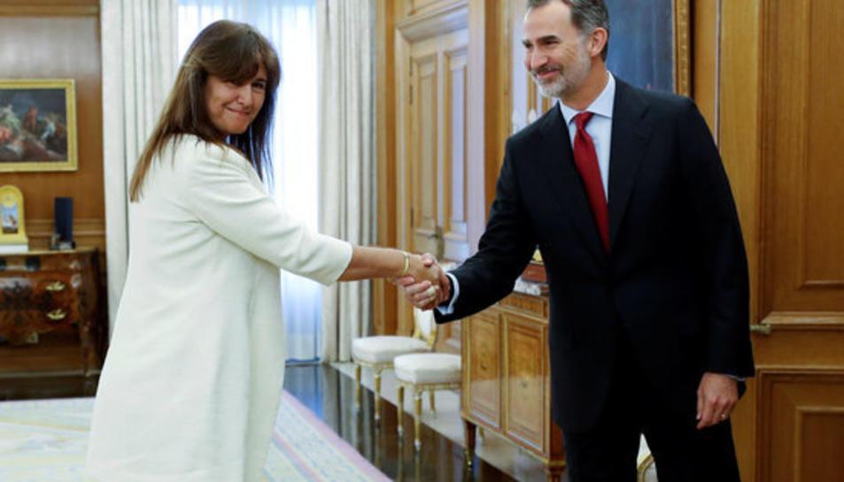 La portaveu de JxCAT al Congrés, Laura Borràs, amb el rei Felip VI a La Zarzuela.