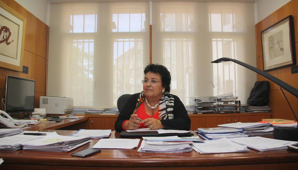La rectora de la URV, María José Figueras, al seu despatx.