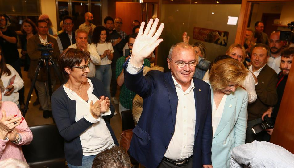 Pellicer (Junts per Reus) celebrant els resultats, el 26-M.