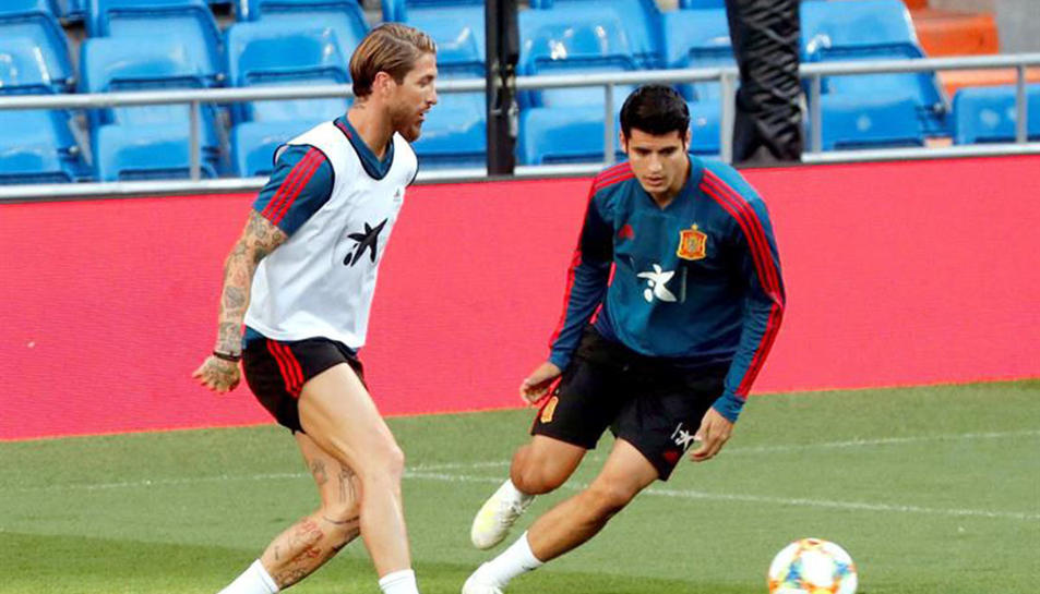 Morata, a la dreta, ha estat l´'ultima víctima dels ladres, mentre jugava amb Espanya.