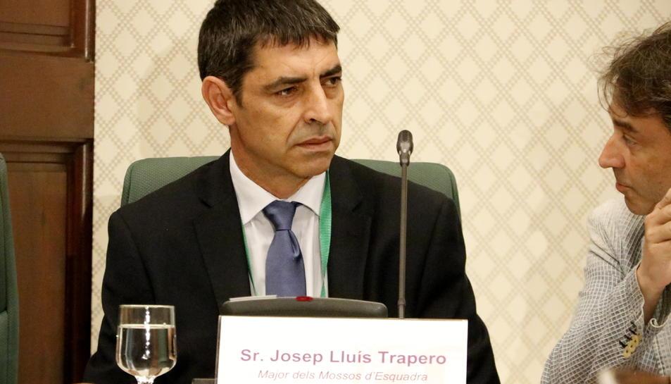 Pla mitjà de l'excap dels Mossos Josep Lluís Trapero a la comissió d'investigació sobre els atemptats.
