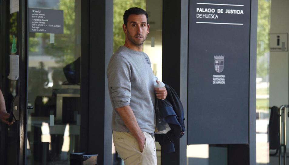 El jugador del Deportivo Íñigo López després de ser posat en llibertat amb càrrecs