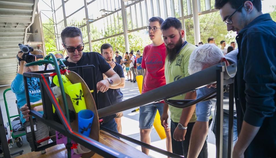 El concurs va despertar expectació entre els companys dels alumnes que hi van competir.