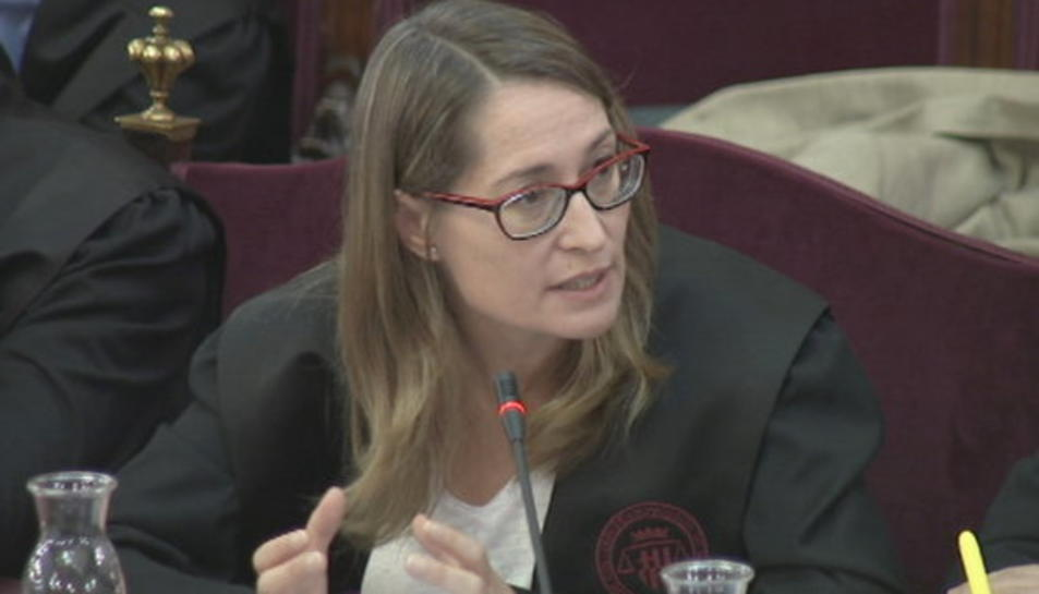 Marina Roig, advocada de Jordi Cuixart, durant la presentació del seu informe final.
