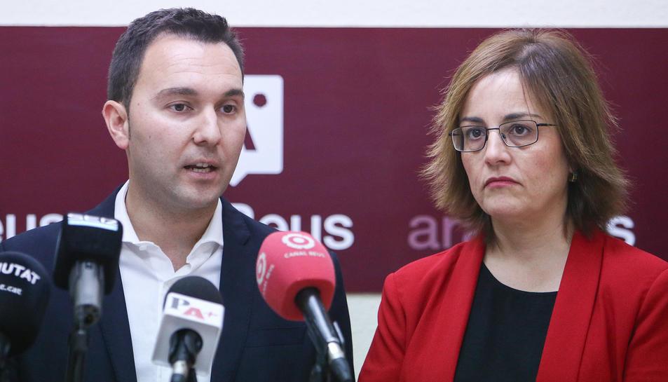 Els regidors Dani Rubio i Dolors Vázquez, a la seu d'Ara Reus.