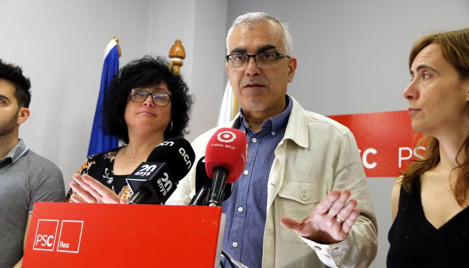Pla mitjà del cap de llista del PSC de Reus, Andreu Martín, en roda de premsa el 14 de juny del 2019