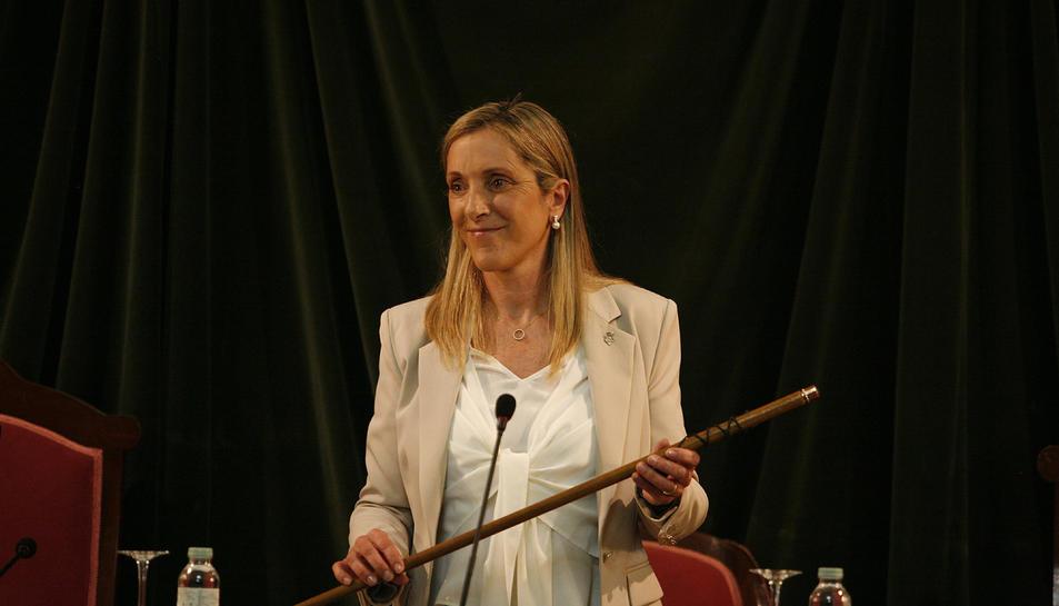 La nova alcaldessa de Valls, Dolors Farré, en el ple d'investidura.