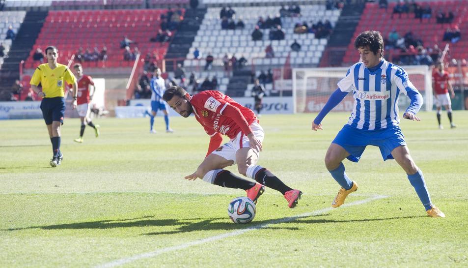 Ferran Giner, durant un partit entre el Nàstic i l'Atlético Baleares al Nou Estadi.
